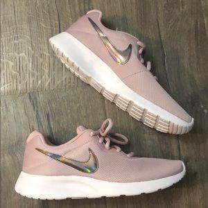 Nike Tanjun sneakers new in box!